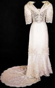 How can I incorporate a traditional barot saya neckline/sleeves into a modern looking dress? #fil-amproblems HA!