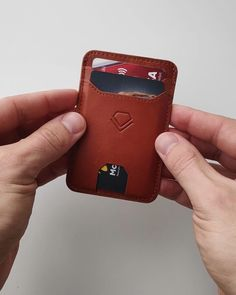 ✅Space for up to 8 cards ✅RFID-blocking on the main compartment quick access slots on the front ✅Automatically retracting strap ✅Slot for folded notes on the back ✅Dimensions: x x ✅Handcrafted using premium leather Leather Wallet Pattern, Handmade Leather Wallet, Leather Card Wallet, Leather Gifts, Leather Craft, Leather Wallets For Men, Leather Totes, Leather Clutch, Leather Purses