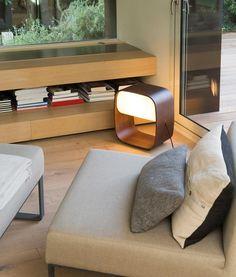 Lámpara de mesa LED de madera 1968 ambiente 2
