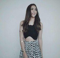 Julia Barretto Julia Baretto, Filipina Actress, Instagram Challenge, Philippines, Fashion Models, Makeup Looks, Sky, Actresses, Crop Tops