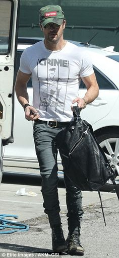 Justin Theroux shows off ripped arms in edgy punk shirt   Daily Mail Online