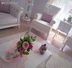 Çiçekler, Salon, Sehpa Bedroom Windows, Decoration, Living Room Designs, Diy Furniture, Accent Chairs, Armchair, Sweet Home, Shabby Chic, Art Deco