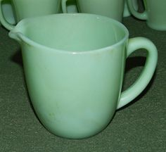 LOVELY VINTAGE ANTIQUE JADEITE MILK PITCHER CREAMER!! FIRE KING
