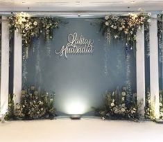 Wedding altar ideas for your ceremony at VENUE Wedding Stage Backdrop, Wedding Backdrop Design, Wedding Photo Booth, Flower Backdrop, Ceremony Backdrop, Backdrop Event, Engagement Decorations, Wedding Stage Decorations, Backdrop Decorations