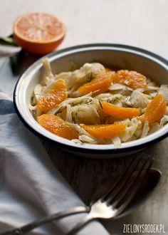 Sałatka z kopru włoskiego (fenkułu) z pomarańczą musi być jedną z najprostszych sałatek, jaką kiedykolwiek zrobiłam! Poza tytułowymi składnikami zawiera jedynie oliwę i sól, a jest pyszna, lekka i dodatkowo wspomaga trawienie! Zatem idealnie sprawdzi się przed czy po sytym … Continued