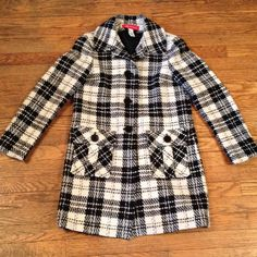 HPAnn Taylor black and cream plaid coat Black and white plaid is in! 80% wool 20% nylon. Size  small. Nice tailored for, medium weight. Front pockets. So cute, just a bit too snug for me. Ann Taylor Jackets & Coats