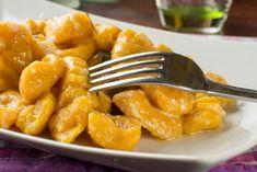 Homemade Pumpkin Gnocchi r. Gnocchi Dishes, Gnocchi Pasta, Pasta Dishes, Gnocchi Sauce, Chicken Gnocchi, Gnocchi Recipes, Healthy Cooking, Cooking Recipes, Pumpkin Gnocchi