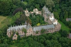 Halloween Ideas - Fascinating Abandoned Mansions To Visit | All in http://bocadolobo.com/blog/lifestyle/halloween-ideas-fascinating-abandoned-mansions-to-visit/