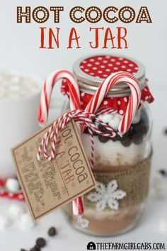 Cocoa In A Jar Hot Cocoa In A Jar is a perfect warm-up gift to make and give this holiday season.Hot Cocoa In A Jar is a perfect warm-up gift to make and give this holiday season. Pot Mason Diy, Mason Jar Meals, Mason Jar Gifts, Meals In A Jar, Gift Jars, Mason Jar Recipes, Mini Mason Jars, Hot Chocolate Gifts, Christmas Hot Chocolate