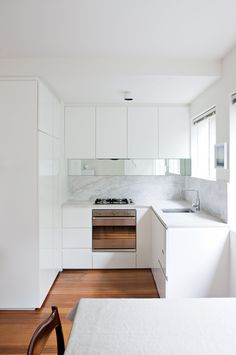 9 small kitchen design ideas, Get more out of your compact kitchen with these great ideas and clever design tips. Get more out of your compact kitchen with 15 of our favourite small kitchen design ideas. Interior Modern, Home Interior, Interior Design Kitchen, Modern Decor, White Kitchen Interior, Kitchen White, Küchen Design, Layout Design, Design Ideas