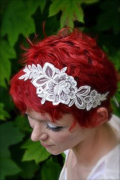 cute lace headband with short hair style