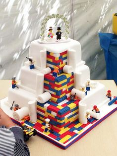 This wedding cake is so clever.
