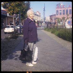 """#berlin – die liselotte die berliner mag sie und lacht: """"obwohl ich kaum """"echte"""" kenne sind sie offen, ehrlich und meckern auch gern, aber wer macht das nicht heutzutage!""""  http://www.piecesofberlin.com/piecesofberlin/berlin-die-liselotte/"""