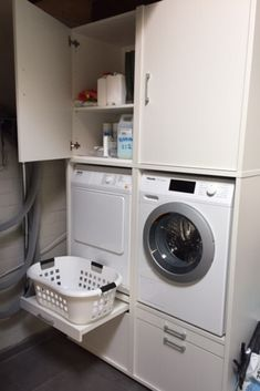 Handige opbergkasten boven je wasmachine en droger. De ombouwkasten van Wastoren stel je zelf samen voor de door jou in te richten ruimte.  #wastoren #opbergen #wasmachine #wasdroger #laundry #bijkeuken #washok #zolder Stacked Washer Dryer, Washer And Dryer, Home Room Design, House Rooms, Laundry Room, Home Appliances, Shopping, Bathroom, Tips