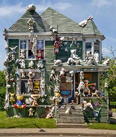 On Detroit's East Side. the Heidelberg Project is an open-air installation of everyday, discarded objects that adorn homes (many abandoned), fences, and yards. Artist Tyree Guyton helped start the project in 1986 to make a statement of hope after losing three brothers to neighborhood violence.
