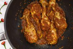 Maak eens rendang van kip! Meat Recipes, Asian Recipes, Chicken Recipes, Healthy Recipes, Healthy Food, Frittata, Food Flatlay, Good Food, Yummy Food