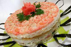 suši torte Sushi Cake, Fish And Seafood, Salmon Burgers, Watermelon, Good Food, Dishes, Fruit, Ethnic Recipes, Salmon Patties