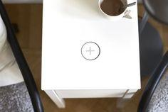 La firma sueca, en colaboración con Samsung, ha diseñado una nueva colección de muebles que incoporan puntos de carga inalámbricos.