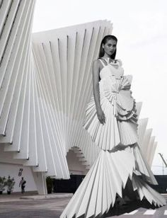 Does form fashion viktoria lytra s montages keep iconic architecture in vogue side by side images reveal how much high fashion is inspired by architecture Paper Fashion, Origami Fashion, Fashion Tag, High Fashion, Fashion Images, Fashion Brands, Iris Van Herpen, Moda Origami, Architect Fashion