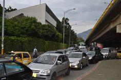 Antes del día sin carro 2012 en Medellín. Lugar: Av Bolivariana, hacia Bulerías. Fecha: 19 de abril de 2012 - 5:25pm