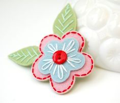 Embroidered Flower Hair Clip- Pink, Blue, and Red via Etsy Felt Crafts, Fabric Crafts, Sewing Crafts, Sewing Projects, Felt Hair Clips, Flower Hair Clips, Felt Flowers, Fabric Flowers, Baby's First Ornament