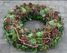 Most recent Images Funeral Flowers decoration Suggestions No matter whether you might be preparing or perhaps participating in, memorials are normally some sort of sorr. Funeral Flower Arrangements, Funeral Flowers, Floral Arrangements, Fleurs Toussaint, Burlap Wreath Tutorial, Christmas Wreaths, Christmas Decorations, Christmas Tree, Funeral Tributes