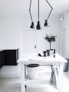 black and white kitchen | HarperandHarley