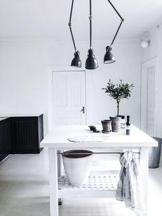 black and white kitchen | HarperandHarley