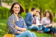 Ein Studium stellt für viele jungen Menschen den fast schon natürlichen Schritt nach der Schule dar. Unsere Studienführer zeigt, worauf es dabei ankommt...