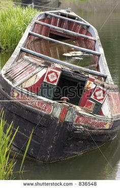 stock-photo-sinking-narrow-boat-black-country-living-museum-dudley-west-midlands-836548.jpg 300×470 pixels