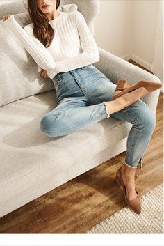 Understand how to rock footwear such as a master fashion-girl. Block Heels Outfit, Heels Outfits, Casual Outfits, 80s Fashion, Daily Fashion, Fashion Outfits, Womens Fashion, Classy Fashion, London Fashion