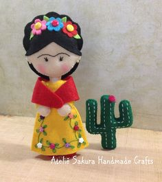 Frida Khalo 😊 Mexican Crafts, Mexican Art, Foam Crafts, Arts And Crafts, Sewing Crafts, Sewing Projects, Needle Felting Tutorials, Doll Painting, Felt Baby