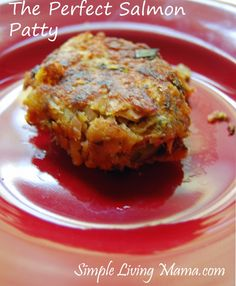 The perfect salmon patty recipe! A perfectly delicious salmon patty recipe! Salmon Recipes, Fish Recipes, Seafood Recipes, Great Recipes, Cooking Recipes, Favorite Recipes, Healthy Recipes, Healthy Eats, Healthy Foods