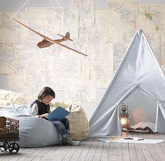 Stoere avontuurlijke jongenskamer met vliegtuig en tent