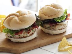 WATCH: Change up your grilling menu with Southwest Turkey Burgers from Rachael Ray. #GrillingCentral