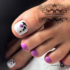 Purple Flower Toe Nail Art ❤️ Your toe nail colors should always keep up with the season. There is no way we will allow you to stay behind and out of the trend! Flower Toe Nails, Purple Toe Nails, Black Toe Nails, Cute Toe Nails, Toe Nail Art, Green Nails, My Nails, Purple Toes, Green Nail Designs