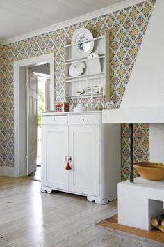 I love this Gingerbread house in Sweden. The lovely intricate carvings on the exterior make this a storybook house that is warm and welcoming! The interior of the home has very light wall paper in many rooms that just adds to its charm! Swedish Interiors, Interior, Interior Inspiration, Home, Country Interior, House Interior, Scandinavian Interior, Sweden House, Swedish House