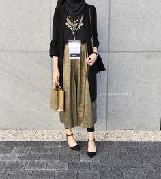Style Hijab Casual Kondangan 36 New Ideas – Hijab Fashion 2020 Modern Hijab Fashion, Street Hijab Fashion, Hijab Fashion Inspiration, Muslim Fashion, Modest Fashion, Girl Fashion, Fashion Outfits, Kebaya Modern Hijab, Hijab Style