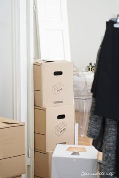 Time to move out: http://divaaniblogit.fi/charandthecity/2014/04/29/muuttokaaos/