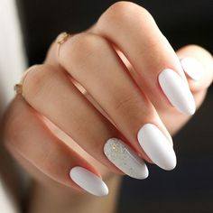Many women choose almond nails as this shape is pretty and goes well with a huge number of nail designs. You can find some cute nail art here. White Almond Nails, Almond Acrylic Nails, Best Acrylic Nails, White Gel Nails, Almond Shape Nails, White Acrylic Nails With Glitter, White Summer Nails, White Manicure, White Nail Art