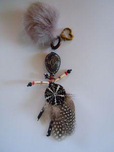 Bonhomme Ubu bijou de sac grigri de style africain . : Autres bijoux par sissibi
