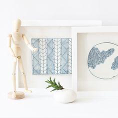 Farah Hernandez entwirft einzigartige, zarte Kunstwerke und Vasen aus Porzellan, die von ihr per Hand mit feinen, frischen Illustrationen veredelt werden.