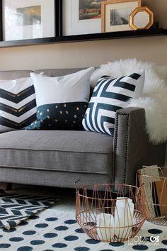 Personaliza fundas de almohada baratas con pintura para tela y cinta de enmascarar. | 20 Preciosos trabajos DIY que no son tan caros como parecen