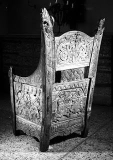 Box chair dated to the early 13th century from Blakar farm in Gudbrandsdalen. The staves are made from birch while the panels are from pine. Part of the seat makes up the lid for the box with wooden hinges protruding on both sides, while a hole in the front seem to be from a missing lock.