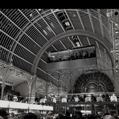 The impressive interior of the Royal Opera House in London. London Architecture, Interior Architecture, Interior Design, Lady Images, Female Images, Fair Lady, Previous Life, Covent Garden, Night Life