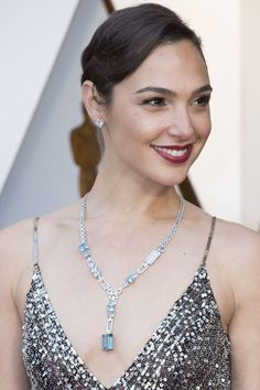 The Best Jewelry At The 2018 Oscars - 2018 Oscars: Gal Gadot in Tiffany & Co. Celebrity Jewelry, Celebrity Look, Gal Gardot, Gal Gadot Wonder Woman, Cute Woman, Madonna, Hollywood, Celebs, Oscars