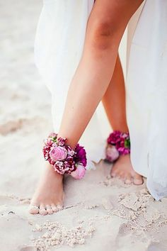 40 beach wedding shoes and barefoot sandals | Wedding | Beach Wedding | Beach Wedding Ideas | #wedding #beachwedding #beachweddingideas | https://www.starlettadesigns.com/