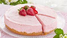 Mansikkajuustokakku Cake Recipes, Dessert Recipes, Desserts, Finnish Recipes, Sweet Pastries, Yogurt Recipes, Pastry Cake, I Love Food, Yummy Cakes