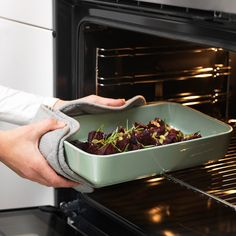 IKEA - LYCKAD, Oven/serving dish, green, Wash this product before using it for the first time. American Kitchen Design, Small American Kitchens, Modern Kitchen Design, Light Wood Kitchens, Four Micro Onde, Sink Countertop, Kitchen Models, At Home Furniture Store, Cooking Equipment
