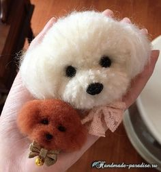 Toys from pompoms with their own hands - Handmade-Paradise Pom Pom Crafts, Yarn Crafts, Sewing Crafts, Diy And Crafts, Arts And Crafts, Yarn Animals, Pom Pom Animals, Pom Pon, Pom Pom Rug